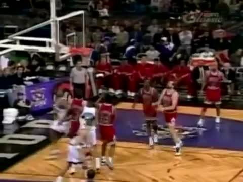 Damon Stoudamire (31pts/11asts/6threes) vs. Bulls (1996)